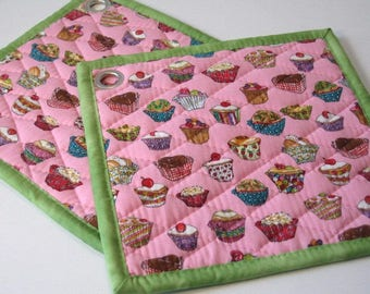Cup cakes on pink pot holders, set of 2, quilted hot pads, fabric hot pads