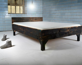 Handmade bed of reclaimed wood | LAURIS