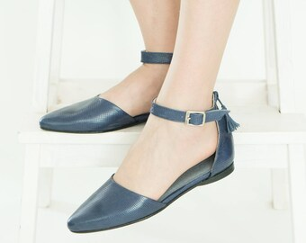 Blue flats // Leather sandals // Womens flats // Pointy flats // Blue shoes // Closed toe sandals // Leather shoes // Women sandals