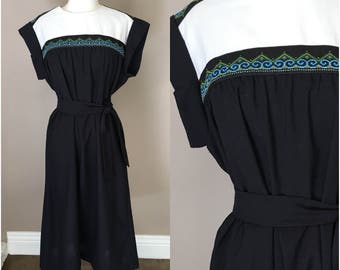 Vintage 1950s 1960s Mexican Ethnic Dress Cotton Black White Embroidered