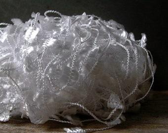dark horse yarns nubs . frost 130 . 71yd . white butterfly flag ribbon fancy novelty art yarn . destash sale yarn . knitting crochet weaving