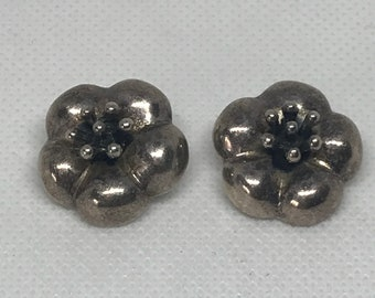 Vintage Taxco Mexico TC-137 925 Sterling Silver Flower Design Clip On Earrings MARKED