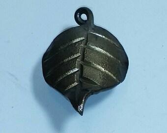 Single Ivy Leaf Pull