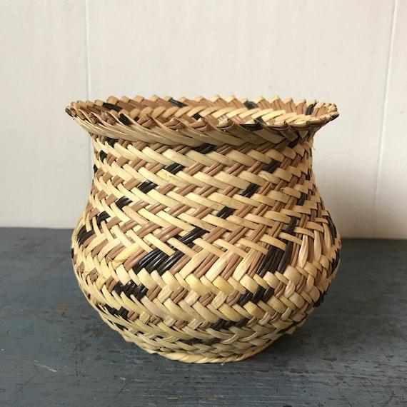 Mexican Tarahumara basket - hand woven yucca vase - boho home decor