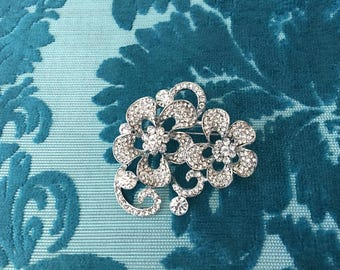 Rhinestone Flower Brooch.Rhinestone Brooch.Crystal Flower Brooch.Broach.Crystal Broach.Rhinestone Pin.Silver Brooch.Flower cluster.stunning!