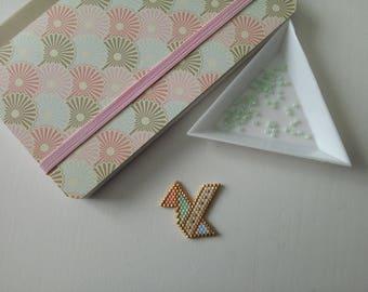 Brickstitch origami bird badges