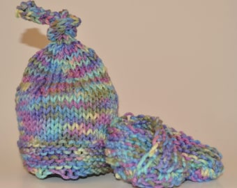Knit Baby Hat and Booties Set (Newborn)