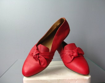 Red Flats / Vtg 50s / Red Leather flats with bows / Red Scuffs / Size 7