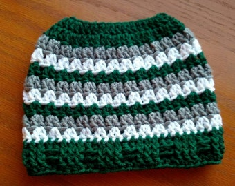 Messy bun hat, Messy bun beanie, top knot hat, Topknot toque, green messy bun hat, St Patrick's day messy bun hat, winter hat