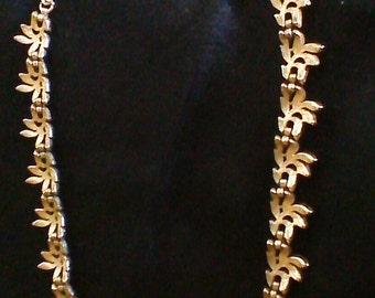 VINTAGE TRIFARI Necklace / Leaf Cluster Necklace / Gold Leaf Necklace / Vintage Jewelry / Costume Jewelry