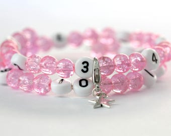 Pink nursing bracelet on memory wire 55mm with glass beads form cracked