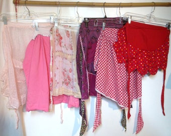 SIX Vintage Aprons (lot 1)