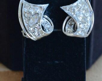 Pretty Vintage Art Deco-style Rhinestone Clip Earrings, Silver tone (Z6)
