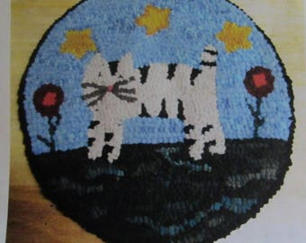 Cat with Posies Round Primitive Rug Hooking Kit with cut wool fabric strips