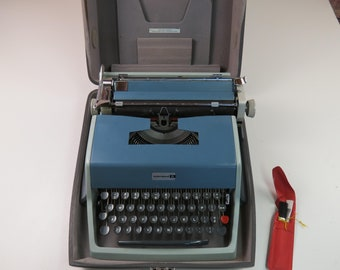 Olivetti Underwood Model 21 Blue Portable Manual Typewriter with Case and Key Blue Green