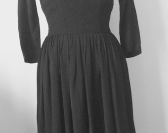 50 year black crepe dress, simple, cute, chic, size 36, decollettee.