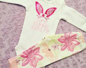Easter outfit. Easter leggings. Spring leggings. Floral leggings. Baby leggings. Easter outfit. First Easter. Some bunny.