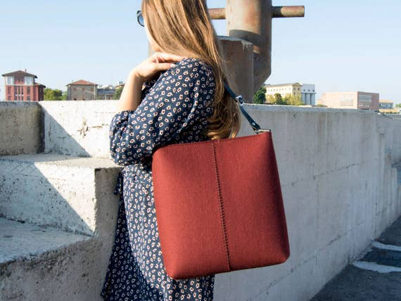 Large felt SHOULDER BAG with leather strap / maroon crossbody bag / wool felt bag / tote bag / felt tote / made in Italy