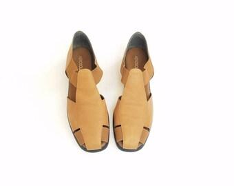 Vintage Womens 10 Aerosoles Tan Brown Leather Sandals Huarache Huaraches Woven Briaded Slip On Slipons Classic 90s Style Spring Fashion Boho