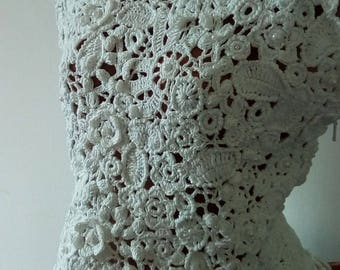 The top of cotton is tied in the technique of Irish lace