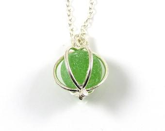 Collier médaillon en marbre en verre lime vert mer |  LEAH | Verre de plage | Collier en verre dépoli | Fait à la main | Northumberland