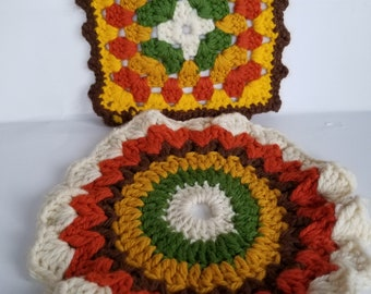 Heavy vintage pot holders in Autumn colors, 1 round, 1 square