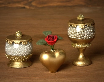 Golden Miniature Heart Vase for your Dollhouse