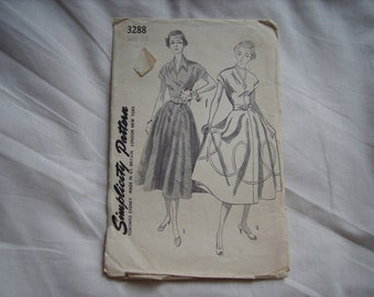 Vintage Simplicity sewing/dressmaking blouse & skirt pattern, factory folded, bust size 36 inches