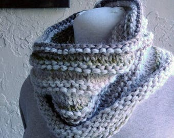 Off wht cowl w olive green wool cowl