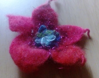Perfect gift.Uwniqu felt flower brooch