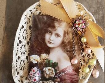 Vintage brooch retro girl recoloriee photo