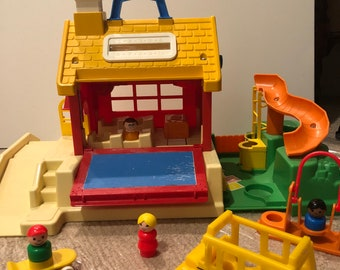 Fisher Price Little People School House 1988