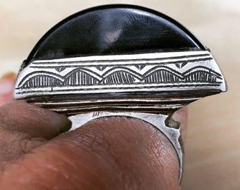 Old SILVER & Ebony Inlay Tuareg Onyx Ring with Beautiful Geometric patterns.(diam 2.1 cm 11 3/4 us size)