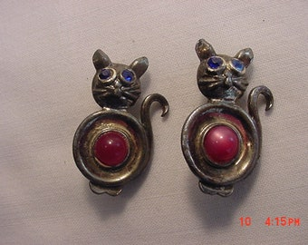 2 Vintage Cat Scatter Pins Duet Brooches  18 - 666