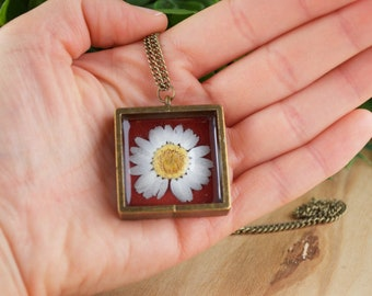 Daisy Necklace, Real Pressed Daisy Necklace, Daisy Resin Necklace, Daisy Pendant, Pressed Flower Necklace, Mothers Day Gift