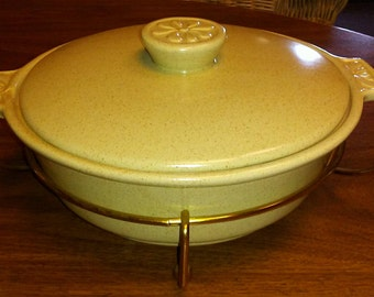 """Vintage California Pottery 9 1/4"""" Covered Casserole with MCM Brass Carrier, S50, Baking Dish, Casserole"""