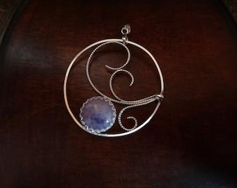 Circle Pendant arabesques & quartz