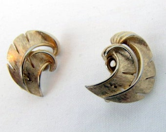 Vintage 50/60s Trifari  Earrings / Gold Tone / Clip-ons / Feather Swirl / Palm Leaf Swirl / 1""