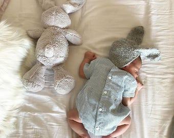 Newborn rabbit – Baby props – Newborn boy – Photo props – Baby boy rabbit – Newborn bunny – Newborn props – Baby boy props - Ears hat - Gray