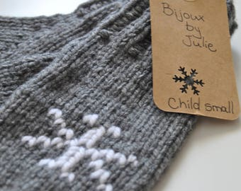 Ready made : gray mittens with white snowflakes (child small)