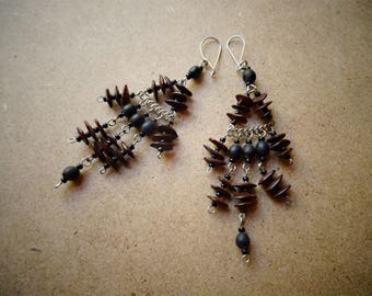 Dangling seeds - ethnic - handmade - Bali earrings