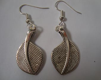 Leaves earrings with charm
