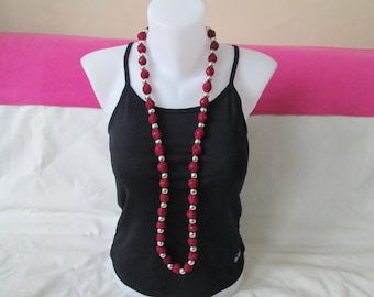 Necklace lace Burgundy and silver beads