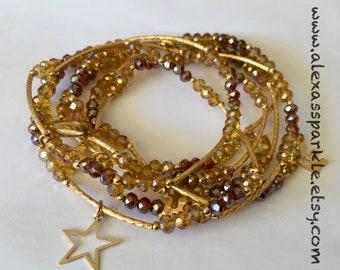 Honey & Brown Beaded Charm Bracelet Set with gold plated charms - Semanario pulseras de color miel y cafe con dijes de chapa de oro