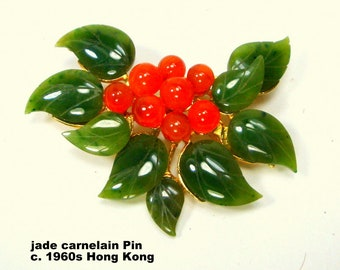 Chinese Jade & Carnelian Pin,  Gold Setting, Green Stone Leaves, Deep Rust Flower Center, 1960s, Hong Kong, Asian Traditional 14kt Look