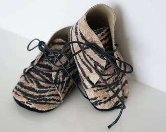 Baby tiger leather lace up shoes