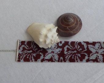 Wide bracelet with floral pattern