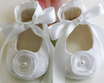 Christening Baby Shoe, Crib Shoes, Booties, 23 Colors, White Lace Baby Shoe, Flower Girl, Little Girl Wedding Shoes, Baby Souls Baby Shoes