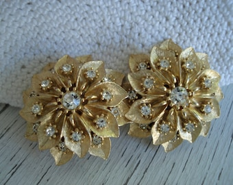 SALE Vintage Textured Gold Poinsettia Flower Rhinestones Clip Earrings Nature Inspired