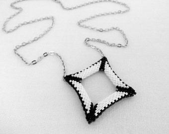 Peyote Pendant / Peyote Square Pendant  / 3d Peyote Pendant / Seed Bead Pendant in Black and White / Beaded Pendant / Geometric Pendant